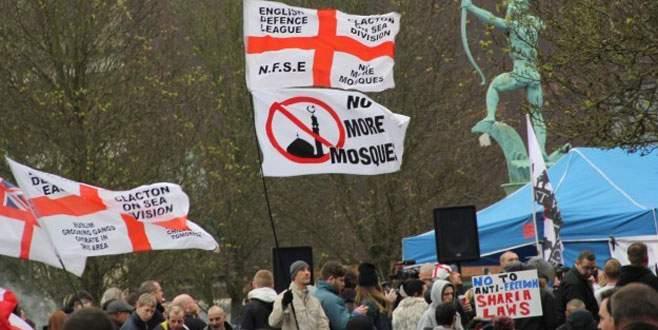 İngiltere'de İslam karşıtı yürüyüş düzenlendi