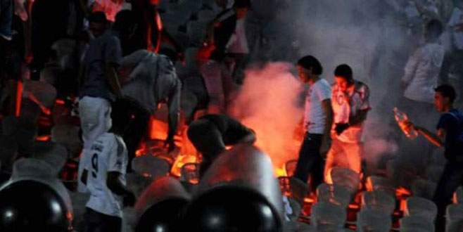 Mısır'da holigan dehşeti