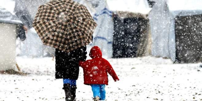 Beklenen kar başladı, 2 ilde okullar tatil
