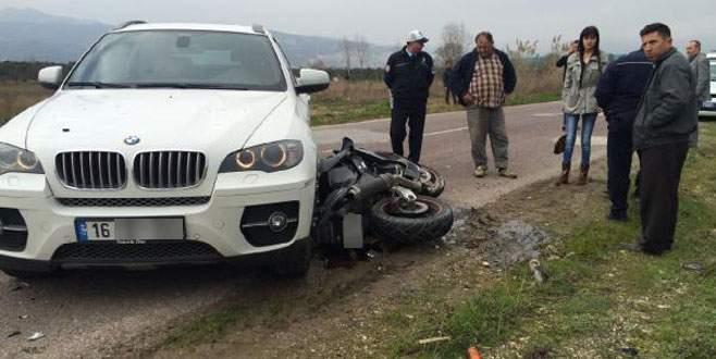 Bursa'da motosiklet cipe çarptı: 2 yaralı