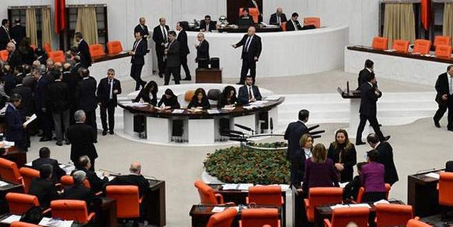 Meclis'teki  İç Güvenlik Paketi görüşmeleri ertelendi