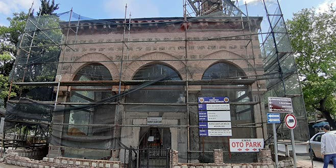 600 yıllık cami çürüyor