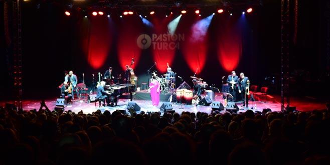 Pink Martini Bursa'da konser verdi