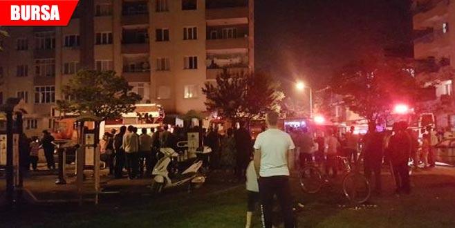 Gece yarısı yangın paniği: 13 kişi hastanelik oldu