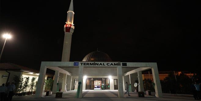 Terminal'e modern cami