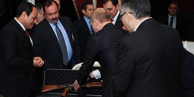 Putin'den Sisi'ye Kalaşnikof