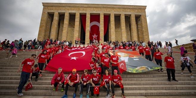 19 Mayıs coşkusu! Gençler Anıtkabir'e akın etti