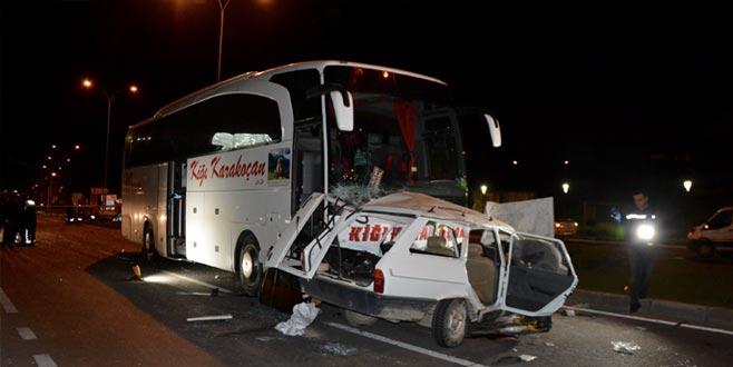 Otomobille otobüs çarpıştı: 3 ölü