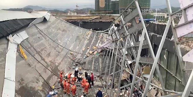 Çin'de çatı çöktü