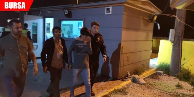 Otobüsün bagajından kaçak göçmenler çıktı