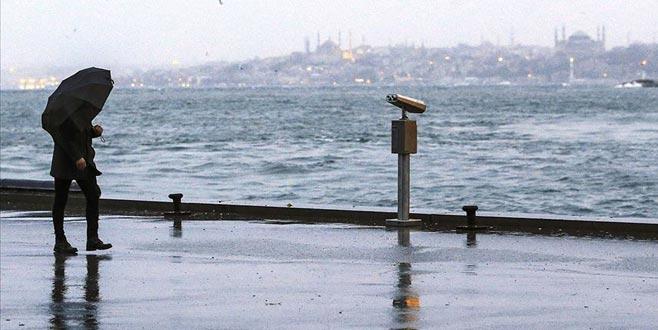 İstanbul'da beklenen sağanak etkili oluyor