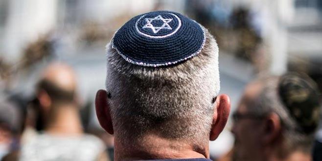 Yahudilere kipa giymeyin uyarısı