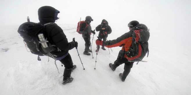 Uludağ'da tipiye yakalanan dağcılar kabusu yaşadı