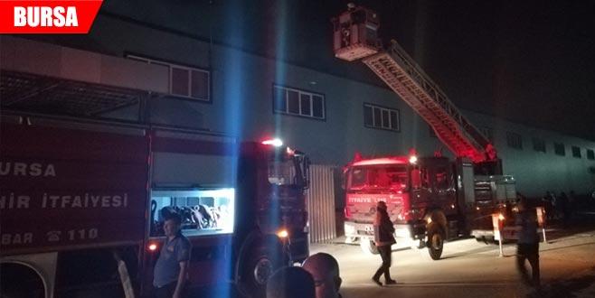 Fabrika deposunda korkutan yangın