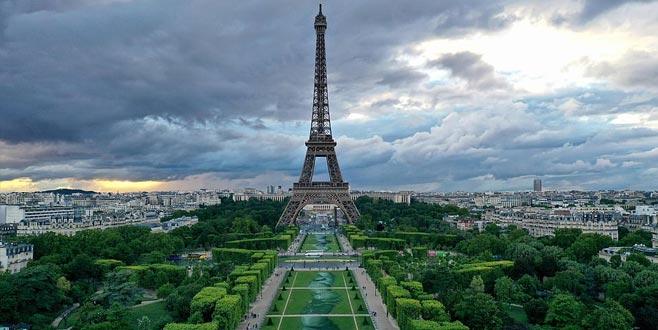 Paris'te 15 bin metrekarelik dev görsel