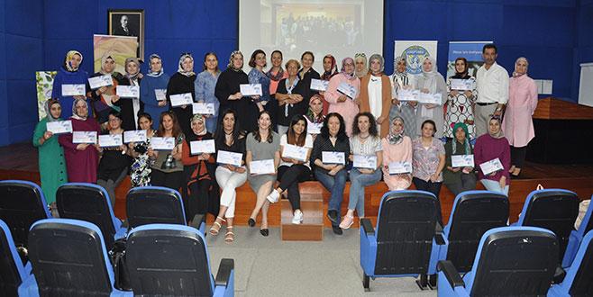 Şükrü Şankaya İlkokulu anneleri sertifikalarını aldı