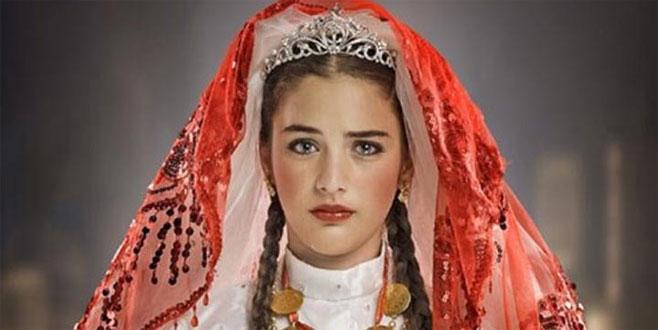 Küçük Gelin dizisinin Zehra'sı şimdilerde güzelliğiyle mest ediyor