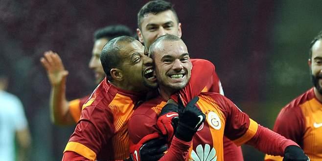 Melo, Sneijder'in kulağını ısırdı