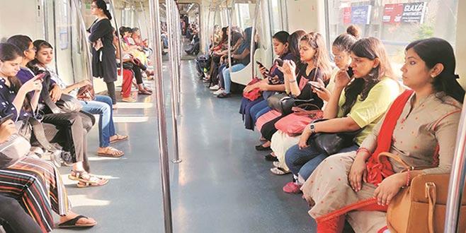 Delhi'de toplu taşıma kadınlar için ücretsiz