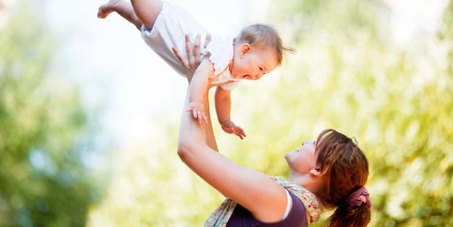 Bebekleri havaya atarak sevmeyin