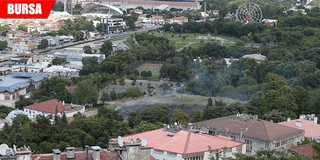 Tarihi hamamın yanında çıkan yangın korkuttu