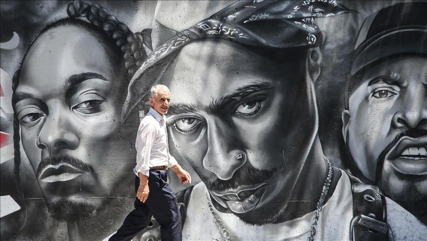 Esenyurt'un duvarları ve öğrencilerin hayatları grafitiyle renkleniyor