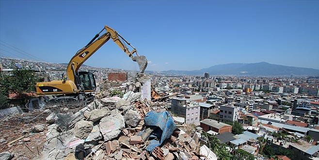 Kayaların düştüğü mahallede yıkım