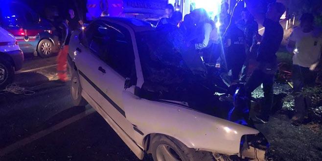 Otomobil ile kamyon çarpıştı: 3 ölü