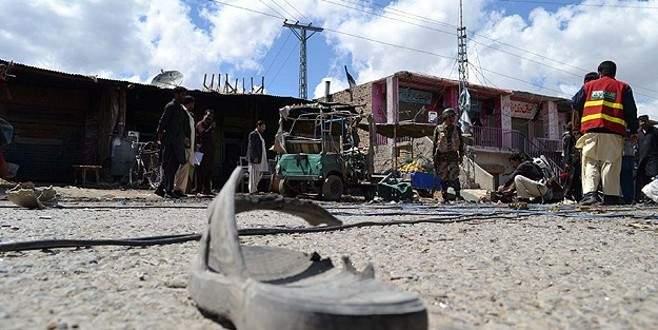 Pakistan'da bombalı saldırı: 8 ölü