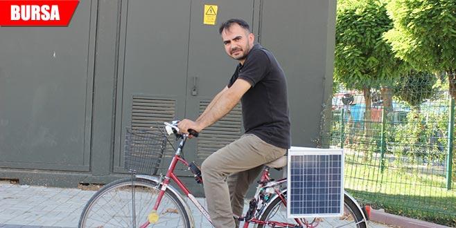 Bisikletine güneş paneli taktı