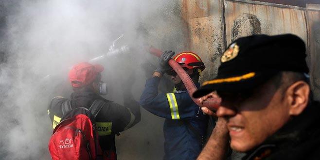 Komşu'daki orman yangınları yerleşim yerlerini tehdit ediyor