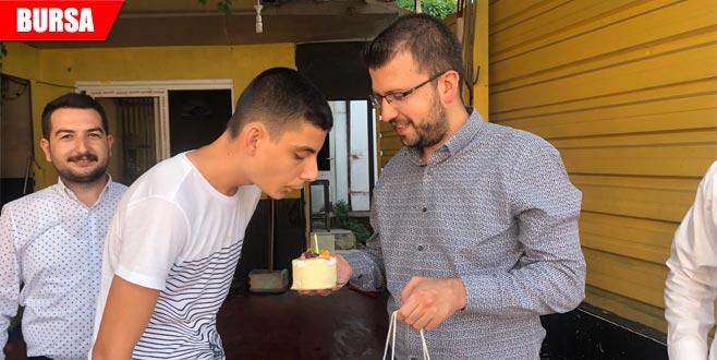 AK Parti'li gençlerden doğum günü sürprizi