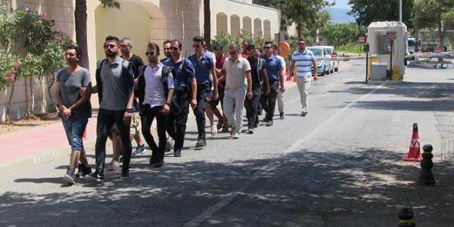 Yunan adalarına geçmek isteyen 9 FETÖ şüphelisi yakalandı