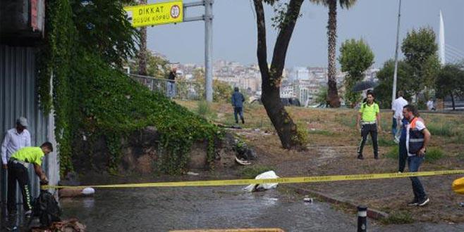 Köprü altında biriken sudan bir kişinin cesedi çıktı