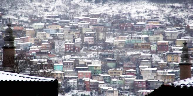 Bursa'da beklenen kar geldi