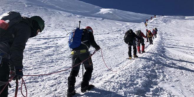 Bursalı dağcılar Kazbek'in zirvesini fethetti