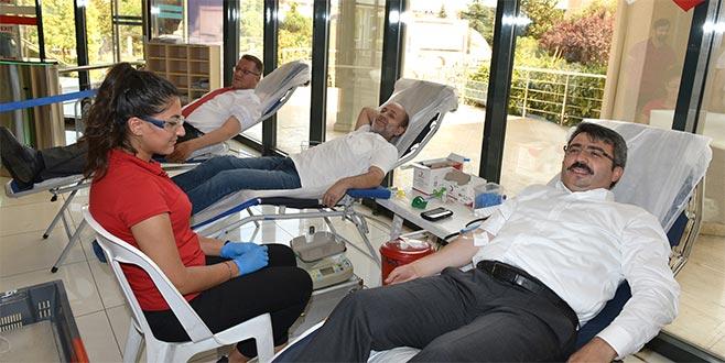 Başkan Yılmaz'dan kan bağışına destek