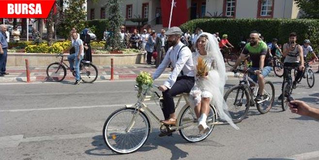 Bisikletli konvoyla mutluluğa pedal çevirdiler