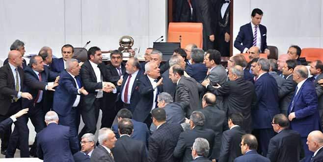 Meclis'te yine kavga çıktı!
