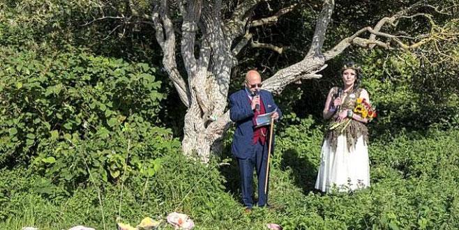 Annesinin düğününe gelmişti, gördüğü manzara karşısında şoke oldu!