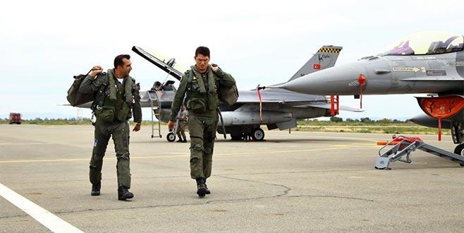 F-16 ve Su-25 yan yana uçtu