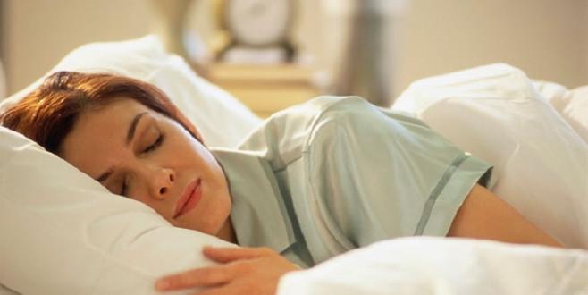 Pamuklu yastık kılıfı kullanmayın! İşte nedeni..