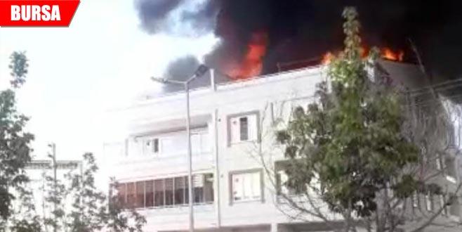 Çatı katındaki yangın korkuttu