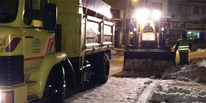 Nilüfer Belediyesi'nden Ünlü Cadde'de kar temizliği