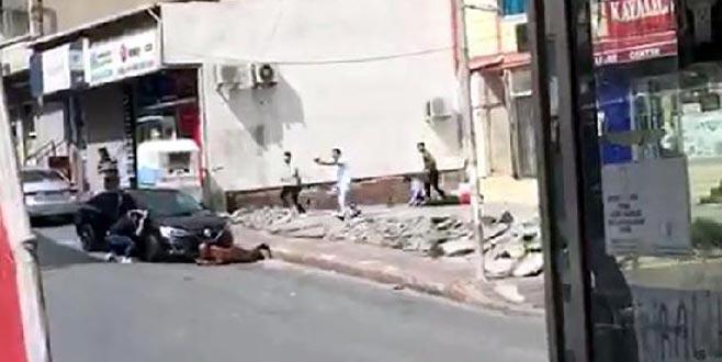 Güpegündüz sokak ortasında çatıştılar