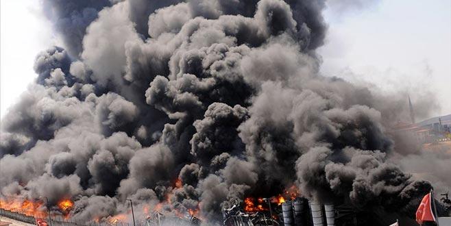 Fabrika alev alev! Büyük yangında patlama