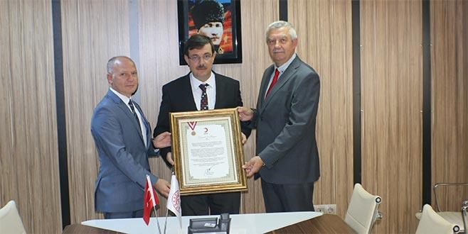 Türk Kızılay'dan Dülger'e madalya