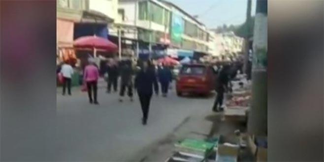 Çin'de kamyon kalabalığın arasına daldı: 10 ölü