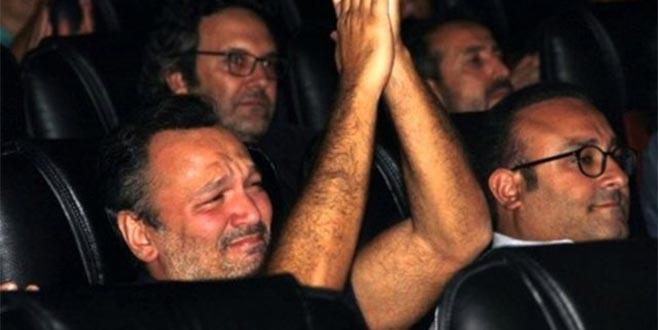 Ali Sunal gözyaşlarına hakim olamadı!