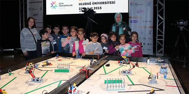 Küçük bilim insanları robotlarını yarıştırdı